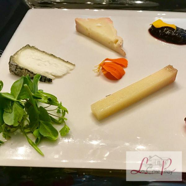 Assiette de fromages (vieille mimolette, beaufort d'éte, stillton et mesclun bio de La Rivère)